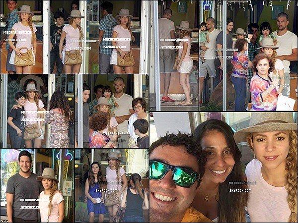 27 juin 2014 : Shakira a prit quelques photos avec des fans plus que chanceux dans la belle ville de Miami