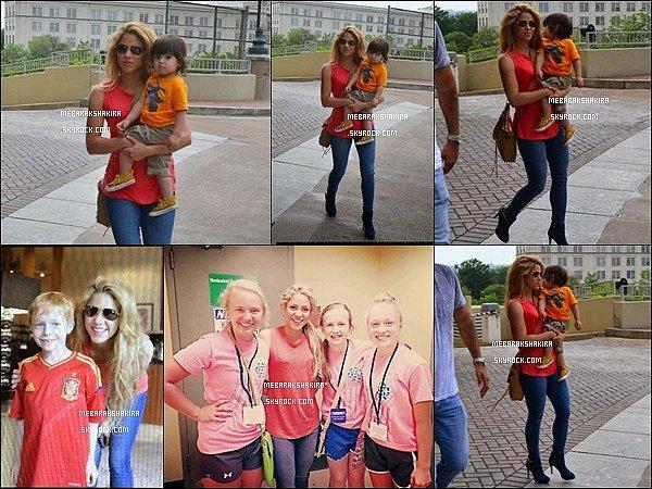 3 juin 2014 : Shakira & Milan dans les rues de Washington DC. Quelques chanceux fans ont également pu faire une photo à avec elle, à l'Hôtel Mandarin Oriental où elle réside durant son séjour dans la capitale des USA