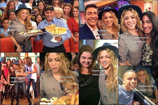 9 juillet 2014 : Shakira était à l'émission Despierta America, où elle a mangé des frites & fait des photos avec des fans