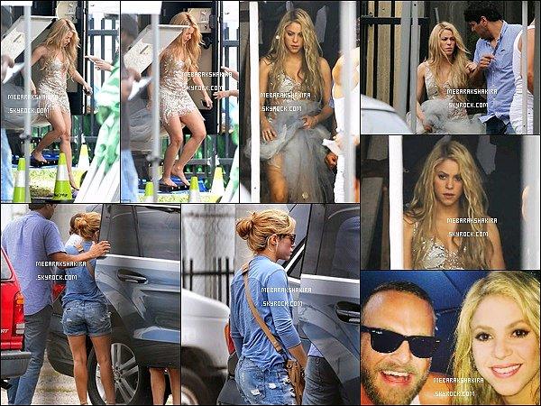 17 juin 2014 : Shakira dans les coulisses d'un tournage d'une publicité  pour Crest dans une jolie robe à Miami