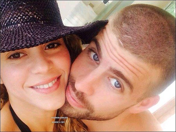 """8 juillet 2014 : Shakira a posté une  photo sur Twitter de Gérard et elle durant leurs vacances à Cancun, Shakira cite des paroles de sa chanson 23 parlant de Gérard Piqué """"and my agnosticism turned into dust"""" #23 Shak."""""""