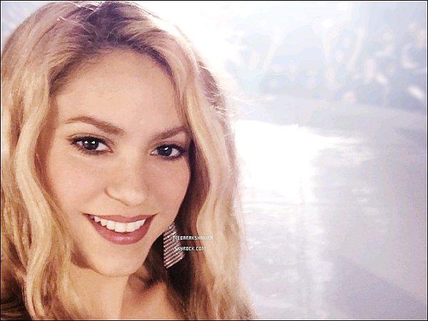 Nouvelle photo de Shakira toujours aussi souriante pour la campagne publicitaire de T-Mobile