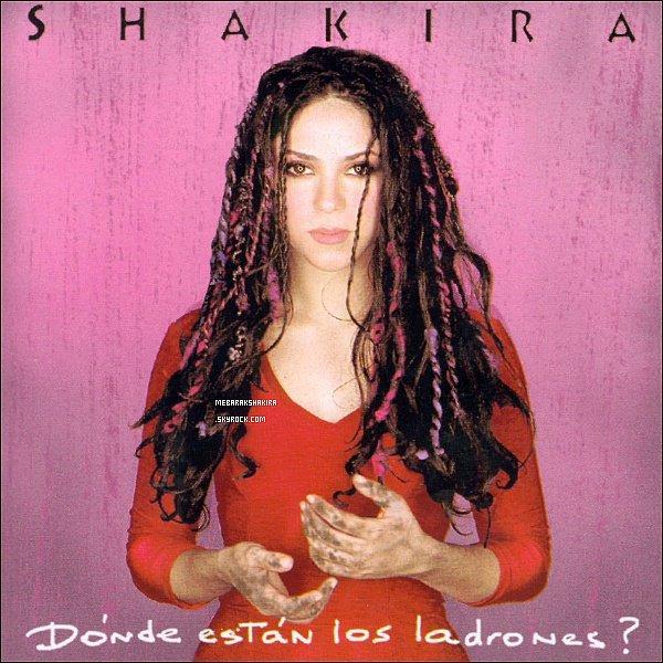 (Re)-découvrez ¿Dónde están los ladrones? le quatrième album de la colombienne paru en 1998. Le titre de l'album est issu d'une mésaventure arrivée Shakira, à l'aéroport de Bogota. La belle s'est fait volé ses bagages, dont une malette contenant les textes en cours d'écriture pour l'album. Shakira dû tout réécrire. Information de Wikipédia. ¿Dónde están los ladrones? signifie Où sont les voleurs ? Personellement, j'adore cet album, il est vraiment génial ! l'un des meilleurs ♥
