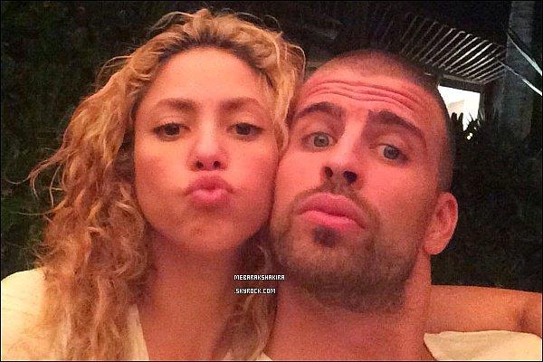 28 septembre 2014 : Gerard a posté une photo de lui & sa belle sur Twitter : Mexico... @Shakira