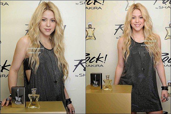 9 Octobre 2014 : La sublime colombienne était au lancement de son parfum Rock ! By Shakira à l'hôtel Mandarin Oriental à Barcelone. Sa tenue est très sympa ! La belle porte ses jolies cuissardes Louboutin
