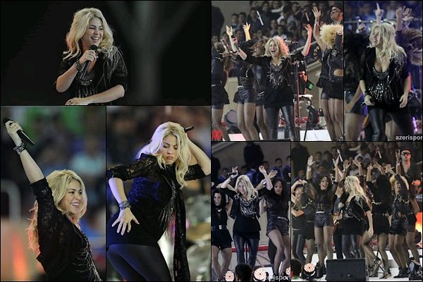 """13 Octobre 2012 : S. à la cérémonie de clôture de la finale de la coupe du monde de football féminine à Baku Shakira était éblouissante sur scène ! J'adore sa performance sur scène. Shakira a posté le message suivantsur Twitter, """"Dans quelques minutes, ce sera la première fois que notre bébé sera sur scène et plus précisément pour un évènement de football ! Magique. Shak"""""""