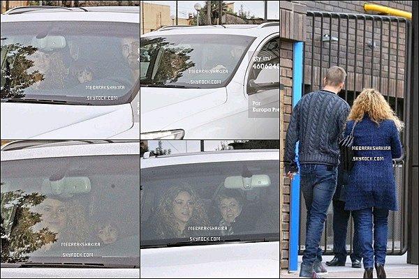 17 décembre 2014 : Shakira, sa maman, Gérard & Milan en voiture à Barcelone