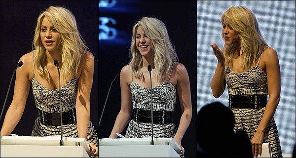 14 Avril 2012 : Shakira Mebarak a chanté l'hymne national Colombien lors du Sommet des Amériques A ce sommet étaient présents les présidents Barack Obama (Etats-Unis) et Juan Santos (Colombie).Shakira était incroyable *_*