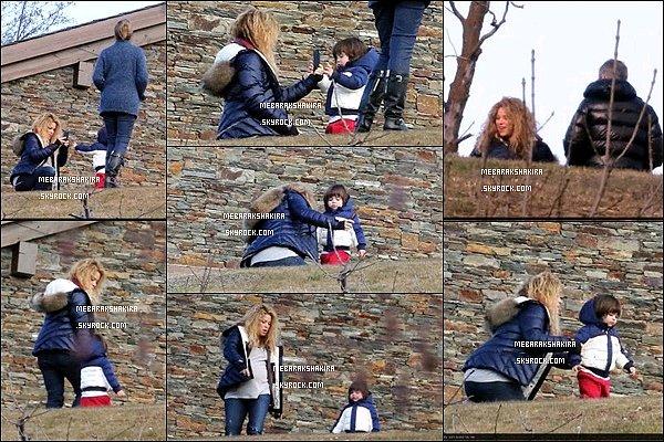 27 décembre 2014 : Shakira, Milan et les parents de Gerard étaient dans les Pyrénées