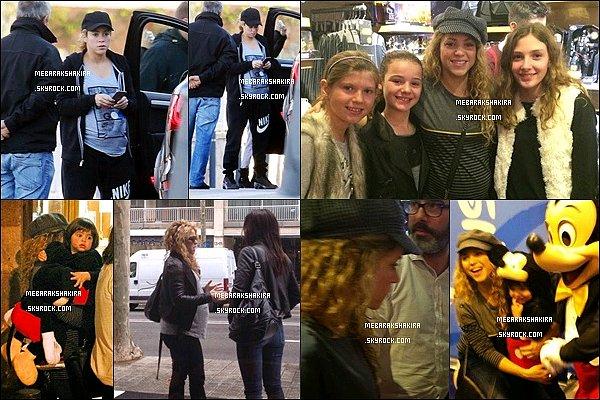 14 novembre 2014 : Shakira & Milan sont allé au Disney Store de Barcelone. S. a fait une photo avec des fans. Milan a lui aussi fait une photo avec Mikey. Maman Shakira lui a offert une peluche de ce dernier♡