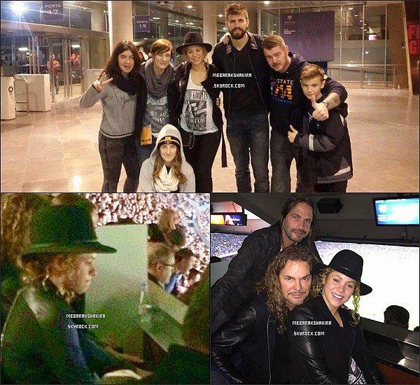 22 Novembre 2014 : Gekira au Camp Nou avec des fans. + S. avec le groupeManádans les gradins. Shakira collaborera avec le groupe de Rock MexicainManá pour son nouvel album en espagnol qui sortira en 2015.