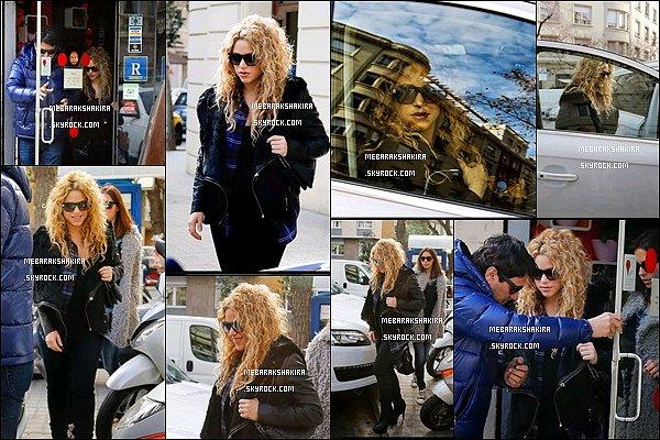 6 février 2015 : Shakira & son frère Tonino sortant d'un restaurant à Barcelone
