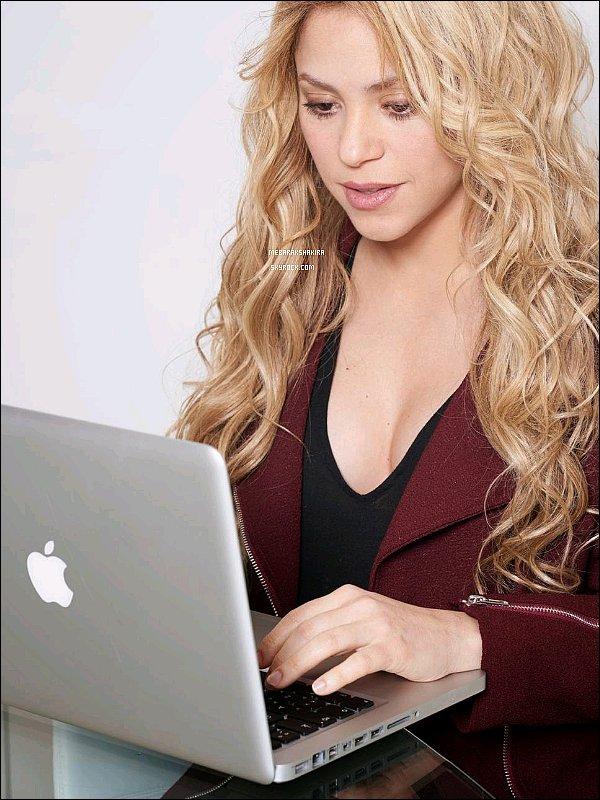 10 décembre 2014 : Shakira a de nouveau sur posté sur Twitter une photo d'elle pour le #ShakiraEdChat