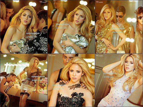 18 décembre 2014 : Shakira a posté une photo sur Twitter d'un photoshoot réalisé en 2009 pour Vanity Fair