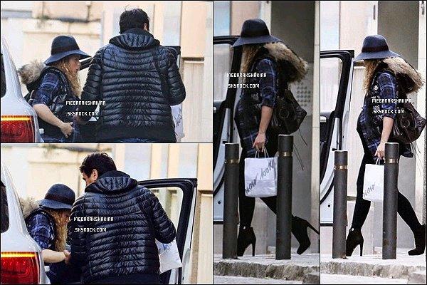 16 décembre 2014 : Shakira & son frère Tonino allant à un salon de beauté à Barcelone