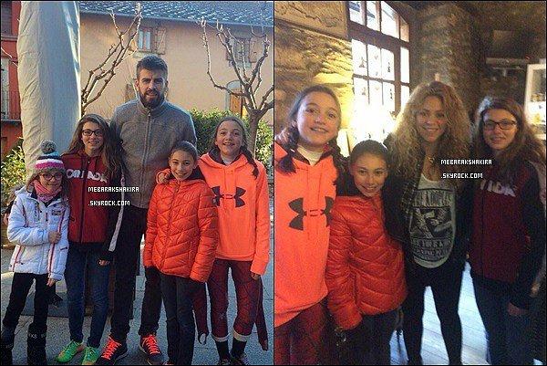 29 décembre 2014 : Shakira & Gerard ont pris des photos avec des fans plus que ravis à Cerdana