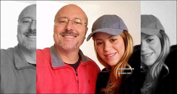 7 Janvier 2015 : Shakira & son frère Tonino partant de la clinique Quiron à Barcelone