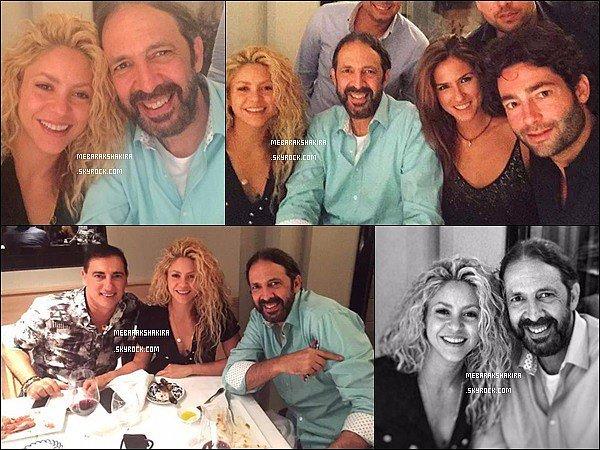 20 Juillet 2015 : Shakira était chez elle avec des amis dont l'auteur-compositeur-interprète Juan Luis Guerra Juan Luis Guerra a par la suite tweeté :Shakira Merci de nous avoir reçu si chaleureusement ! Bénédictions à ta belle famille . JL
