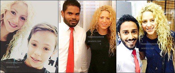 16 Juin 2015 : Shakira & Gerard arrivant aux Maldives pour y passer quelques jours de vacances S. a également pris quelques photos avec des fans sur place. Elle était très belle avec ses cheveux bouclés