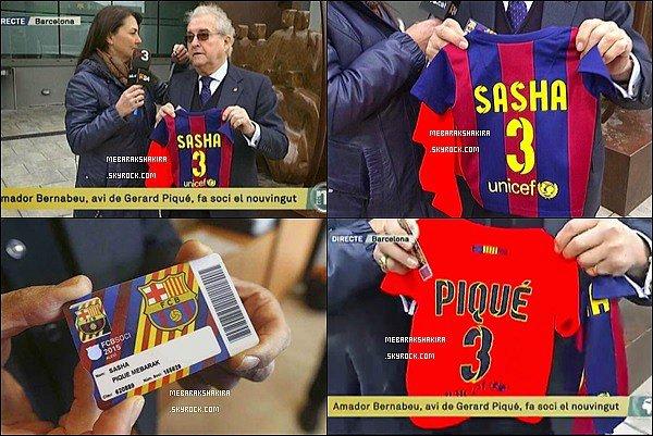 Le FC Barcelone souhaite la bienvenue à Sasha ! Il a déjà son maillot et sa carte pour assister aux match de son papa