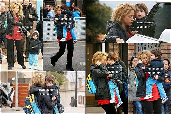 20 mars 2015 : Maman Shakira est allé chercher son petit Milan à l'école