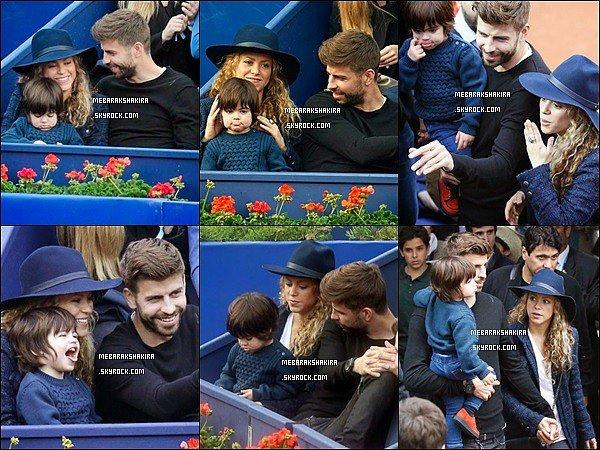26 avril 2015 : Shakira, Gerard & Milan étaient  au tournoi de tennis ATP 500 de Barcelone Shakira était vraiment sublime avec son chapeau bleu marine,  j'aime beaucoup sa petite veste également, c'est un TOP !