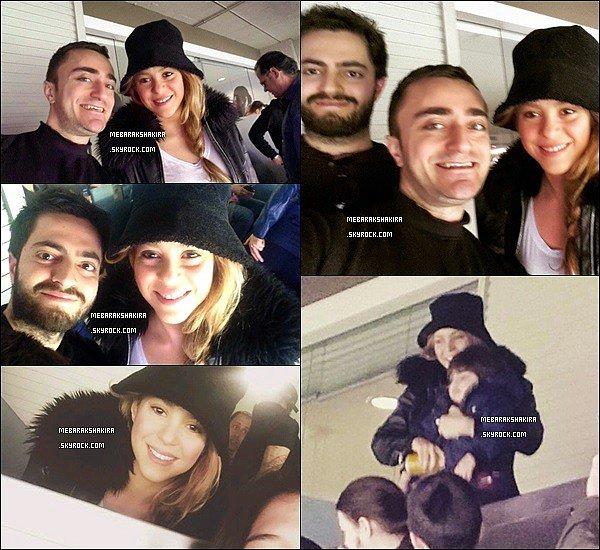 8 mars 2015 : Shakira a pris des photos dans les gradins du stade barcelonais le Camp Nou
