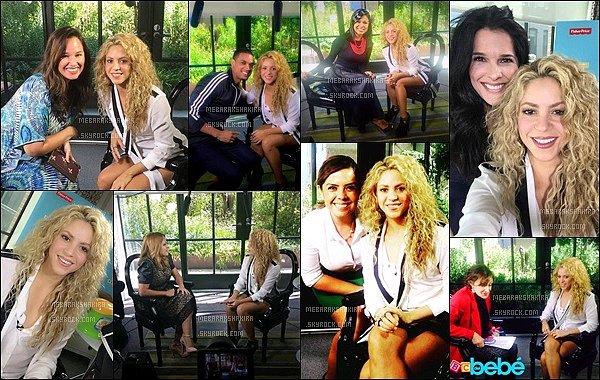 24 Septembre 2015 : Shakiras'est fait interviewé pour Fisher Price à l'hôtel Grosby à New York La belle blonde a pris plusieurs photos avec plusieurs fans et/ou journalistes lors de cette interview pour Fisher Price, elle était adorable.