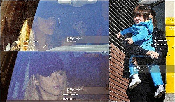 27 mars 2015 : Shakira & son petit Milan dans les rues de Barcelone