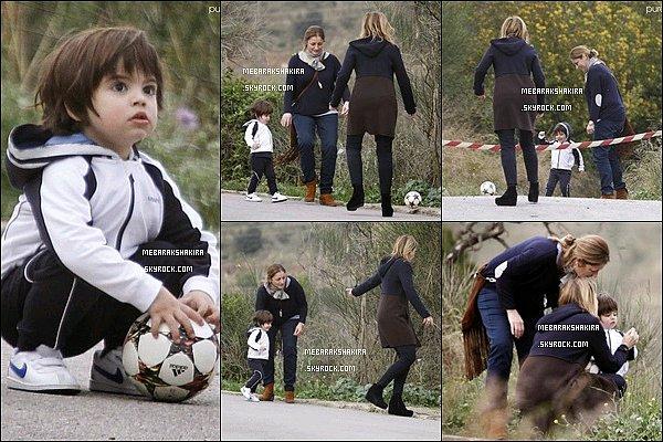Mars 2015 : Milan jouant au foot avec des membres de sa famille paternel à Barcelone