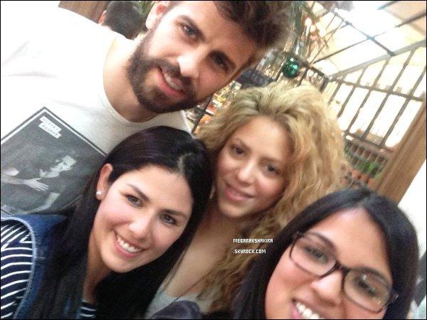 7 avril 2015 : Shakira & Gerard on pris une photo avec des fans dans Barcelone