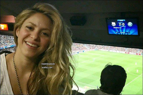 21 avril 2015 : Mlle Mebarak a posté une nouvelle photo sur Twitter lorsqu'elle était au Camp Nou Voici la légende du tweet : Quel match impressionnant aujourd'hui ! Soyez prêts pour les demi-finales !! Shak