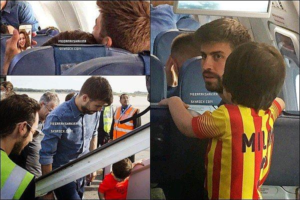 """2 mai 2015 :Shakiraa posté une photo de Gerard lors du match du Barca/Cordoba où il a marqué un but Légende du tweet de la belle S. : """"Aujourd'hui, dédicace avec un baiser, tu ne peux pas savoir comme ça me fait plaisir ! Shak"""""""