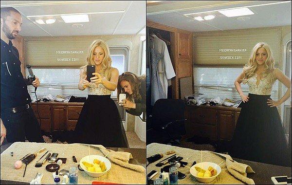 8 mai 2015 : Shakira a posté une photo dans les coulisses d'un shooting pour Oral-B dont elle est l'égérie. Légende du tweet : The A team ! Elle est toute jolie coiffé ainsi, de plus sa tenue est super ! Shakira nous donne un bel avant gout...!