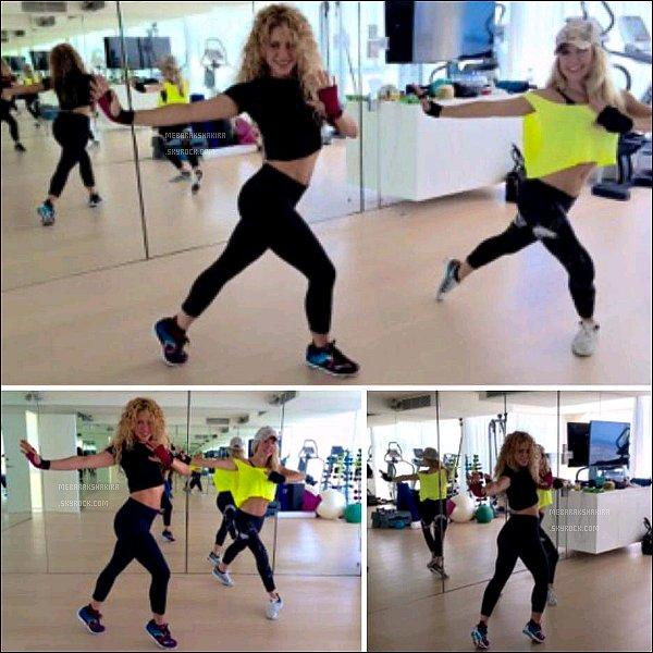 14 Juin 2014 : Shakira a posté sur Twitter une photo d'elle en train de danser en studio avec Anna Kaiser La reine du déhanché serait elle en train de nous préparer une nouvelle chorégraphie ? Quel corps 5 mois après avoir accouché !