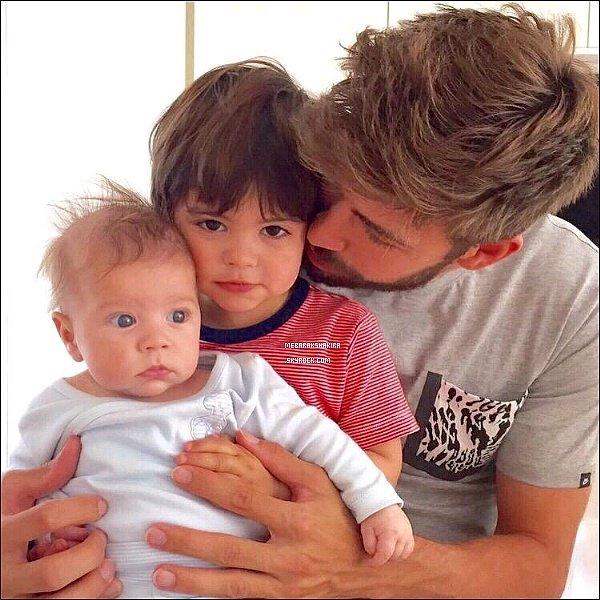 18 mai 2015 : Gerard a posté une photo sur Twitter avec ses deux fils avec en légende : mes 2 mythes.