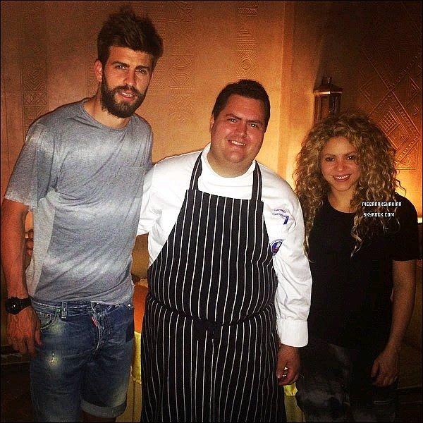 20 mai 2015 : Shakira & Gerard ont mangés & pris une photo dans un restaurant à Marrakech au Maroc Ils ont l'air d'avoir pris des couleurs tous les deux ! Voir un petit coup de soleil pour la belle. S est toute jolie avec sa belle crinière