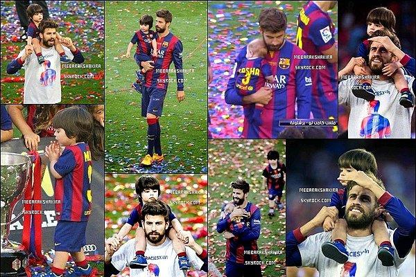 23 mai 2015 : Shakira & toute la famille étaient au Camp Nou pour célébré la victoire du FC Barcelona   au Championnat d'Espagne. C'est mignon de voir les autres joueurs avec leurs enfants aussi, Gerard a l'air très fier de ses deux fils.