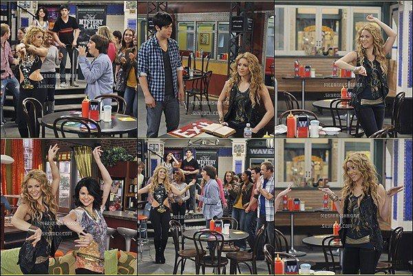 En 2010, Shakira a joué dans les Sorciers de Waverly Place « Dude Looks Like Shakira » Il s'agit du 12ème épisode de la saison 3 de Wizards of Waverly Placediffusé en avril 2010 sur Disney Channel aux Etats-Unis.