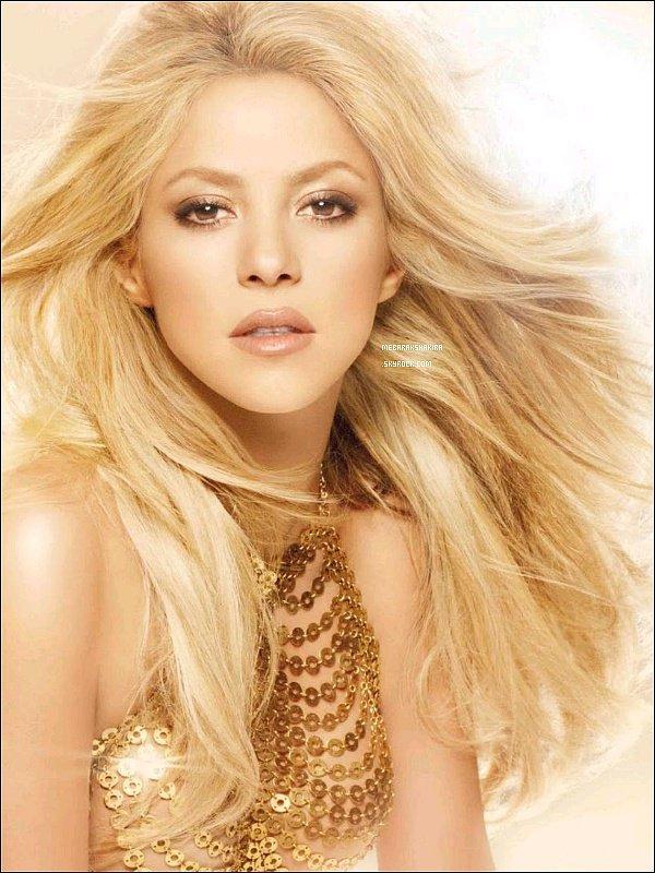 ●●S by Shakira est le premier parfum de Shakira sorti en 2010 S by Shakira est est inspiré par ce qui est unique et exceptionnel à son sujet, sa lumière. Une lumière pleine de sensualité de l'énergie et de bonnes vibes qui reflètent parfaitement l'essence de Shakira. Shakira a ensuite sortie deux autres parfums de la gamme S by Shakira.