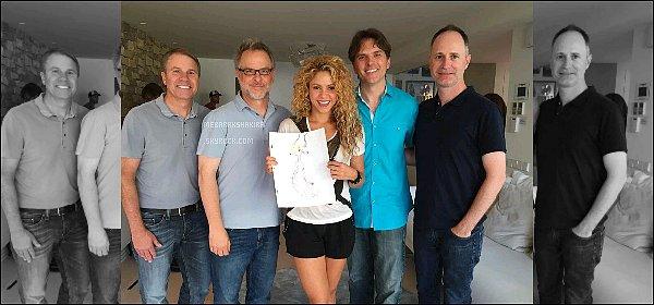 """15 août 2015 : Byron Howard nous apprend que Shakira sera la voix de """"Gazelle"""" et chantera une chanson dans le nouveau film d'animation Disney ZOOTOPIA ! Voici quelques photos avec des membres du projet..! Je ne sais pas vous mais je suis déjà impatiente que le film sorte ! La date de sortie pour la France est prévue le 10 février 2016."""