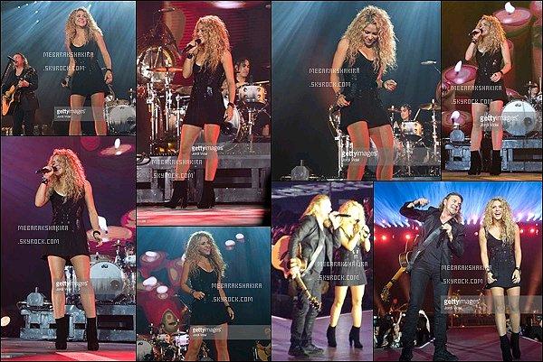 6 Septembre 2015 : Shakira & Milan se rendant à l'anniversaire de William Mebarak à Barcelone S.était toute jolie, j'aime bien ses cheveux bouclés comme ça. Sa tenue est vraiment pas mal, je la trouve au top ! pas vous ?