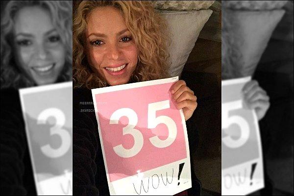 """11 Octobre 2015 : Shakira a posté une nouvelle photo d'elle sur son compte Twitter Légende : """"Wow, 35 millions ! Merci à tous ! Shak"""". La belle attirer de plus en plus de monde sur les réseaux sociaux."""
