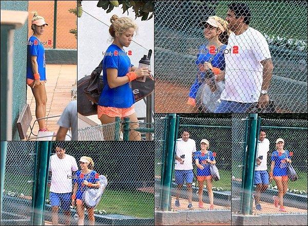 11 Septembre 2016 : Shakira est allée joué au tennis en compagnie de son demi-frère Tonino S. était encore une fois très jolie pour faire du sport, elle semblait passer un bon moment sur le cours de tennis à Barcelone !