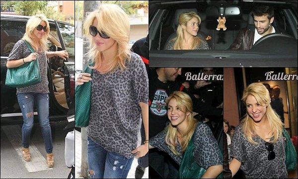 21 octobre 2011 : Shakira et Gerard ont été vu entrant et sortant d'un studio d'enregistrement à San Feliu de Llobregat en Espagne. Ils sont mignons tous les deux, Shakira était éblouissante, cela fait plaisir de la voir aussi souriante.