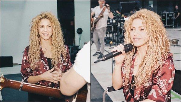 18 Octobre 2017 : nouvelles photos de Shakira lors de répétitions pour EL DORADO WORLD TOUR Shakira est toute belle, j'adore sa guitare à motifs, elle se donne encore une fois à fond dans ce qu'elle fait, au TOP Shaki !!
