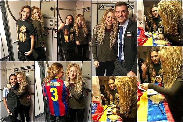 """29 décembre 2017 : Shakira et Gerard ont été vu allant au musée d'histoire nationale à New York Gerard a posté une photo (celle de droite) avec en légende """"Prêt à braquer une banque avec Shakira..."""""""