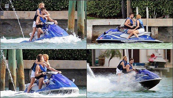27 décembre 2011 : Shakira et Gerard ont été vu faisant du Jet ski en amoureux à Miami Ils sont trop mignons tous les deux, ils avaient l'air de s'éclater sur l'eau, ça fait plaisir de les voir ainsi *__*