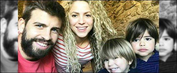 """16 Janvier 2018 : Gerard a posté une nouvelle photo en compagnie de sa belle sur les réseaux sociaux Ils sont mignons tous les deux, comme à son habitude Shakira est superbe au naturel. Gerard a ajouté en légende """"Noir et rouge"""""""