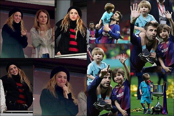 """21 avril 2018 : Shakira a pris des photos avec des fans dans un restaurant à Madrid La jolie Shakira était dans la capitale espagnole pour aller soutenir Gerard pour la """"Copa del Rey"""""""